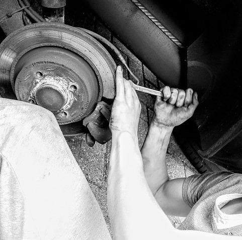 car-mechanic-2267350_640.jpg
